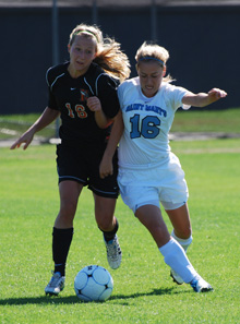 Katelyn Tondo-Steele battles for the ball against Kalamazoo on Saturday.