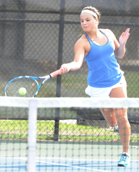 Audrey Kiefer came from behind and won the six singles flight in a super tiebreaker.