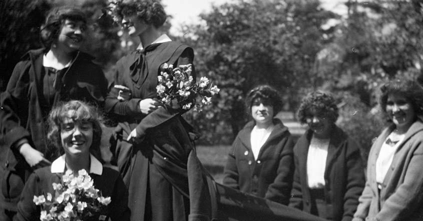 1915 May Queen Rehearsal with six smiling students