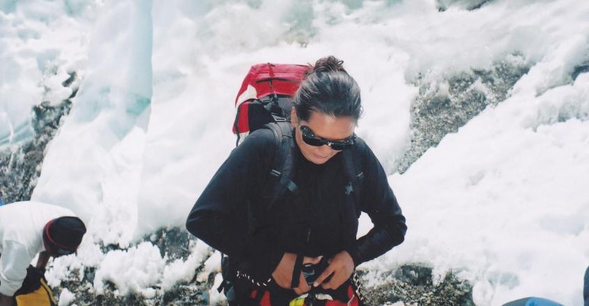 Lhakpa Sherpa climbing