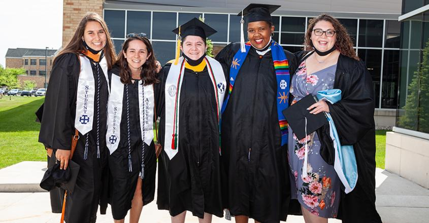 2021 Graduates outside of Angela